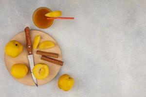 ovanifrån av läckra gula persikor