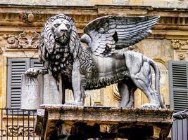 bevingade lejon av st. märken i verona, italien