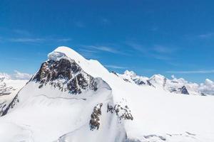 bergskedjelandskap vid matterhorn, schweiz foto