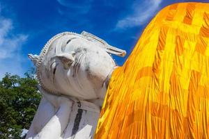 bangkok, thailand, 2020 - liggande buddha staty foto