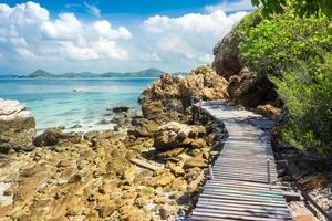 väg på en tropisk ö