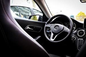Frankrike, 2020 - insidan av Mercedes-Benz-bilen foto