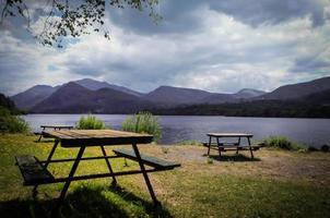 sjöns picknickområde foto