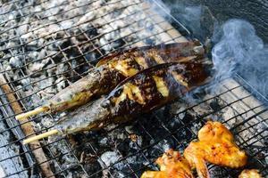 grillad bbq-fisk foto