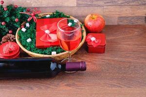röda presentförpackningar foto