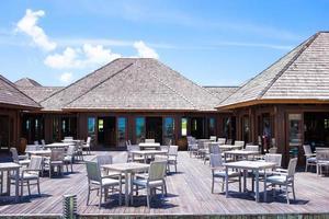 Maldiverna, Sydasien, 2020 - tom restaurang på en tropisk utväg