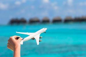 närbild av ett leksaksflygplan foto