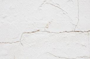 sprucken betongvägg