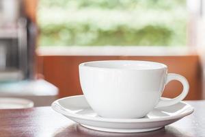 kaffe på en träbänk