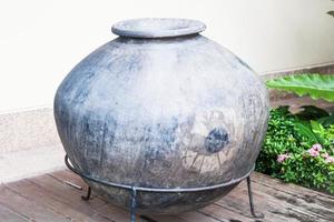 vintage keramisk vattenburk foto