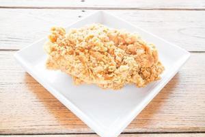 stekt kyckling på en tallrik