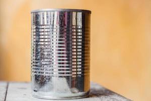närbild av en aluminiumburk