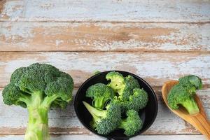 råa broccoliblommor