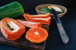 hackad tropisk frukt