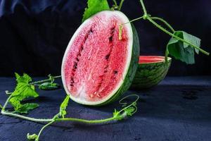vattenmelon skuren i hälften