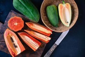 hackad papayafrukt