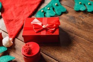 röd presentförpackning foto