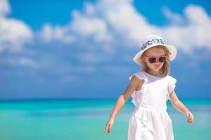 flicka vid havet