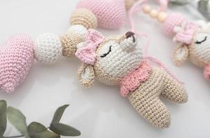 rosa och vit björn plyschleksak foto