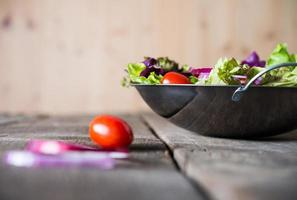 närbild av färsk grönsaksallad