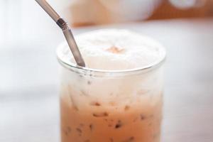 närbild av en iskaffedryck foto