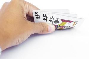 hand som håller kort