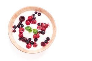 yoghurt med blandade bär
