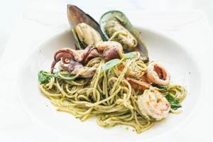 pesto kryddig skaldjur