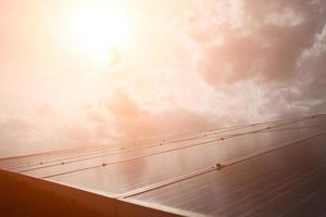 solcell i ljus solbakgrund