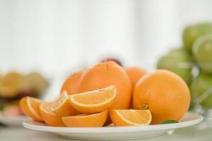 färska skivade apelsiner