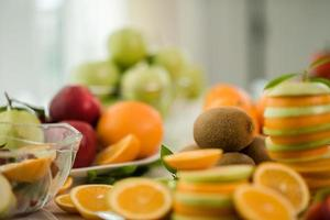 en mängd färsk frukt foto
