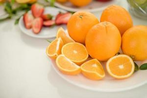 färska skivade apelsiner foto