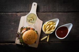 hemlagad kycklingburger med champagne och pommes frites