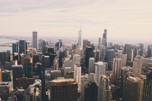 Flygfoto över staden med skyskrapor