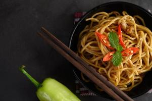 italiensk spagettipasta med tomatsås