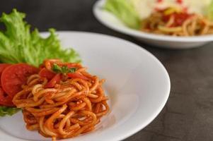 italiensk pasta med sås foto