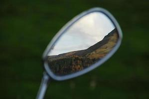 bergskedja i backspegeln
