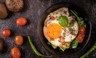 frukost med stekt ägg