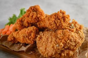 krispig stekt kyckling foto
