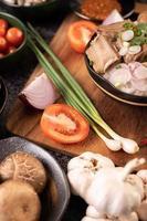 salladslök, paprika, vitlök och shiitakesvamp