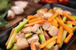 stek grönsaker med fläskmage