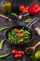 stekt grönkål i en pannlayout