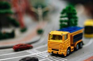 närbild av miniatyr trafiklandskap foto