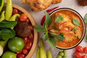 röd curry kyckling foto