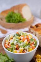 gurka, majs, morot och sallad foto