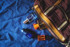 väska med parfym foto