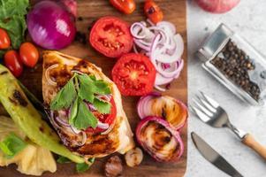 grillad kyckling och grönsaker