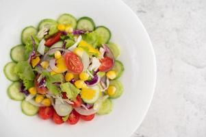 grönsaksallad med kokta ägg