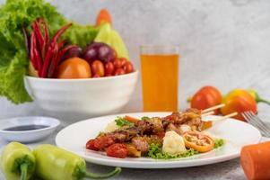 bbq-kött med tomater och paprika