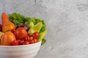 tomater, rödlök, paprika, morötter och kinakål
